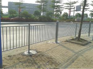佛山市一品仁德建材供应 铝合金全焊接路边护栏