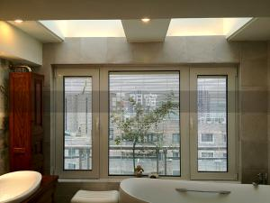 明窗特價6034平開窗內開內倒斷橋鋁合金中空玻璃節能門窗內置百葉