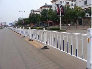 厂家直销、定制各种护栏、铁艺大门
