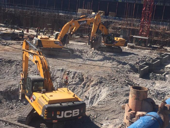 大连德隆建设  挖掘机租赁