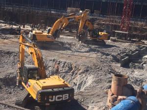 大連德隆建設  挖掘機租賃