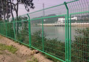 河北安平护栏网厂/供应框架护栏网片网/水库安全圈护网栏