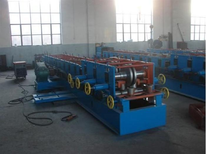 鼎泰提供C型钢液压驱动设备,檩条制作