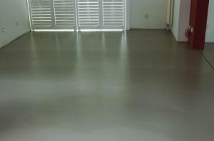 自流平水泥    良好的流动性、快速干固、优良的粘结力    济南惠泽新型建材有限公司