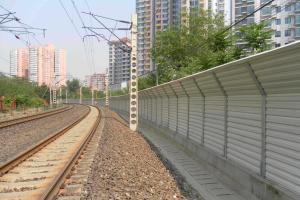 顶部折角型声屏障 专注高速铁路市政隔音降噪声屏障工程
