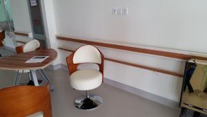 養老院走廊pvc防撞扶手 醫院靠墻扶手批發